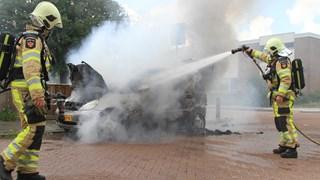 Auto brandt uit in Zwolle