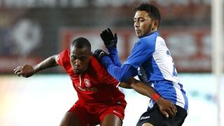 Cuevas in actie tegen Jong FC Twente