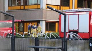 De brandweer onderzoekt de zaak