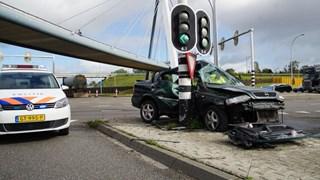 Auto crashte op middenberm van N331