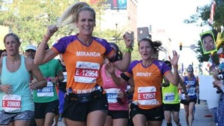 Miranda en Wendy liepen de KiKa Marathon in Chicago