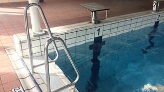Blootzwemmen in Borgelerbad, afgeschermd voor pottenkijkers