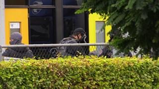 Een aantal agenten droeg gasmaskers