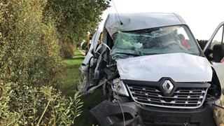 Chauffeur raakt zwaar gewond bij eenzijdig ongeval bij Gildehaus