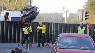 Motor met zware schade wordt geborgen