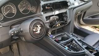 Stuur en navigatiesysteem uit auto gestolen