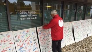 Borden met handtekeningen bij de spoedeisende hulp