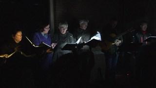 Een koor heette de bezoekers in Oldenzaal welkom