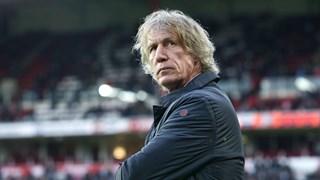 Gertjan Verbeek baalt na de nederlaag in Eindhoven