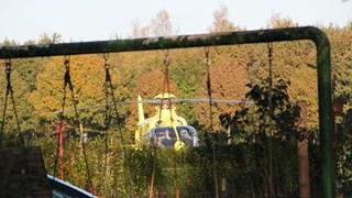 Traumahelikopter is aanwezig voor de gewonde fietser