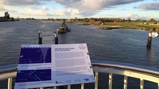 Bubbelscherm is geplaatst in de IJssel bij Kampen