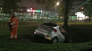 Auto in de sloot in Almelo