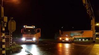Vrachtwagen van de weg in Hengelo