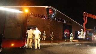 Neonletters bedrijf in Almelo in brand