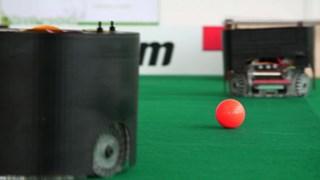 De Twentse robots lijken niet op voetballers