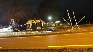 Auto slipt op N347 bij Nijverdal