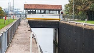 Sluis in het Twentekanaal bij Hengelo