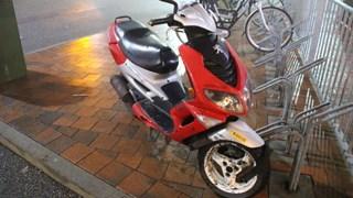 Met scooter onderuit in Almelo