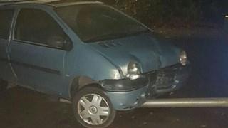 Auto botst in Luttenberg tegen lantaarnpaal