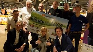 Noabers Jumbo Haaksbergen schenken €1.000 euro aan de Voedselbank
