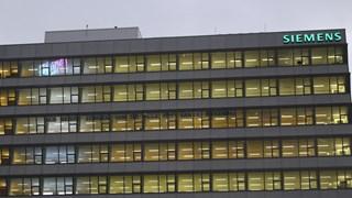 Noodkreet op gebouw Siemens