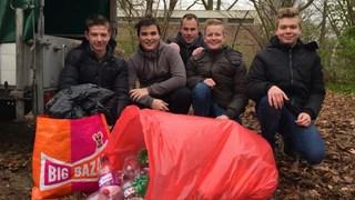AOC Oost Almelo zamelt lege flessen in voor de Voedselbank
