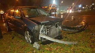 Persoon gewond na aanrijding tussen twee auto's op Diamantstraat in Hengelo