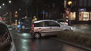 Chaos na aanrijding tussen twee auto