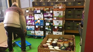 Een magazijn vol producten voor de Voedselbank Raalte