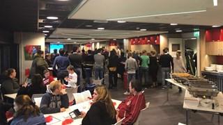 Cliënten Voedselbank te gast bij FC Twente