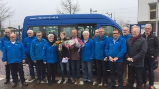 Elsemieke Tibben uit Beerzerveld is 250-duizendste passagier van buurtbus