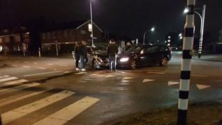 Twee auto's botsen in Hengelo