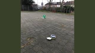 AED gesloopt teruggevonden op pleintje