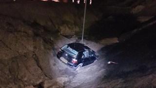 Auto in het zand bij A35