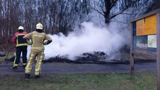 Brandweer blust nieuwsjaarsvuur
