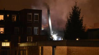 Brandweerlieden op het dak