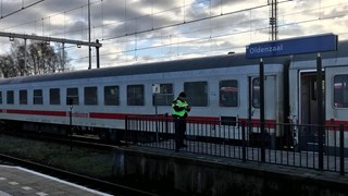 De internationale trein werd bij Oldenzaal stilgezet en ontruimd