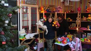 Gerrit Prinssen ruimt zijn kersttuin op en geeft al het speelgoed weg