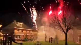 De spectaculaire vuurwerkshow van Holtenaar Stefan Schöppers is andermaal een dikke hit op internet