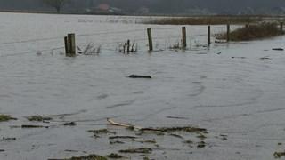 De toegangsweg naar Fortmond staat onder water.