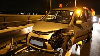 De auto raakte aan beide zijden beschadigd