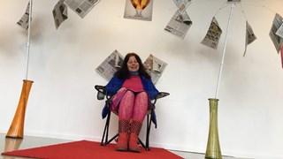 Marijke Agterbosch, Hengelo's eerste vrouwelijke stadsdichter, exposeert over komkommertijd