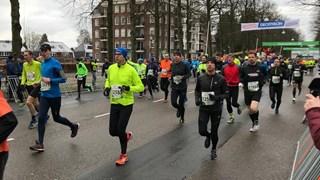 RTV Oost Sisters and Friends aan de start van de Midwintermarathon Apeldoorn