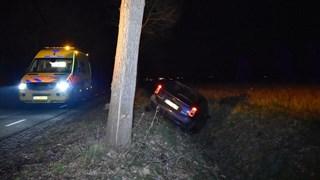 Auto belandt in de greppel