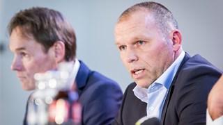 Nico-Jan Hoogma tijdens zijn presentatie bij de KNVB