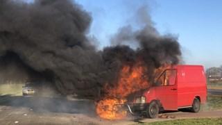 Busje in brand op N35 bij laag Zuthem