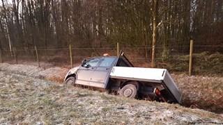 Pickup in de sloot bij Borne