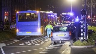 Gewonden bij botsing tussen stadsbus en personenauto in Zwolle