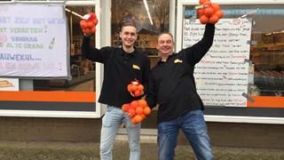 Blijheid bij de supermarkt in Lettele