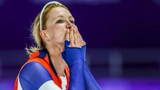 Carlijn Achtereekte is uitzinnig van vreugde na haar behaalde medaille